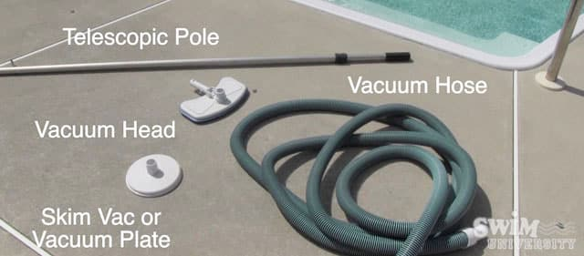 How to Vacuum a Pool Manually