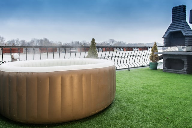 inflatable-hot-tub-outside